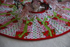 Mini Tree Skirt - Paper Piece Quilt Tutorial | Flickr - Photo Sharing!