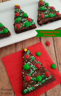 These Christmas Tree Brownies are adorable, and fun to make with the kids. They can be made from scratch or using a box mix to save time! Christmas Tree Brownies, Christmas Cupcakes, Christmas Desserts, Holiday Treats, Christmas Treats, Holiday Recipes, Christmas Sweet Table, Christmas Goodies, Christmas Fun