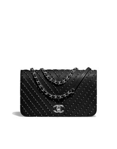 Handbags of the Spring-Summer 2018 Pre-Collection CHANEL Fashion collection : Flap Bag, calfskin, studs & silver-tone metal, black on the CHANEL official website. Burberry Handbags, Chanel Handbags, Fashion Handbags, Purses And Handbags, Fashion Bags, Designer Handbags, Fashion Accessories, Fashion Jewelry, Latest Handbags