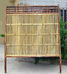outdoor privacy screens | Lattice top bamboo privacy fence Aged Japanese style Kenninjigaki ...
