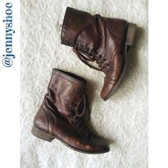 """{steve madden} troopa boots Classic and fashionable troopa boots from Steve Madden. A charming brown color. Soft leather shapes a military inspired cap toe boot. Side zip closure. Approx 1"""" heel height.   Worn with scuffing and some discoloration on the leather.   Size 6.5. Does not come with original box. Steve Madden Shoes Combat & Moto Boots"""