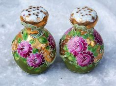 """Gorgeous Nippon Moriage Hand Painted """"Red Roses"""" Salt & Pepper Shakers With Heavy Gold Salt Cellars, Salt And Pepper Set, Glass Ceramic, Noritake, Salt Pepper Shakers, A Table, Red Roses, Tea Time, Gems"""