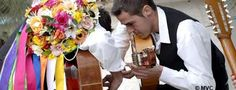 Los más antiguos bailes flamencos: Los Verdiales ¡Qué maravilla! Échale un vistazo: http://www.carmenmerino.net/portada/los-verdiales-un-bien-cultural-malagueno/