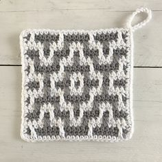 You love our bohemian necklaces . We continue our series with pleasure . Crochet Potholders, Crochet Quilt, Crochet Wool, Crochet Motif, Diy Crochet, Crochet Hats, Tapestry Crochet Patterns, Crochet Stitches Patterns, Mosaic Patterns