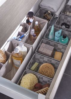 Des paniers de rangement dans vos tiroirs de salle de bains ! Utile et pratique pour ranger ces produits de beauté, flacons, parfums, dentifrices etc.  Pour que chaque chose soit à sa place.