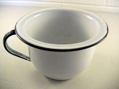 Vintage Enamelware Pot Vintage Enamel Pot White Enamelware #vintagekitchen #vintageenamelware