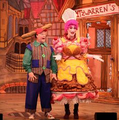 You asked, and we answered! Justin Fletcher (nominated for UK's best panto comic award) and Paul Morse (winner of UK's best panto dame award) return to star in Snow White at the Hexagon, Reading #panto #pantomime #imaginetheatre #christmas #Reading #Thehexagon #Justinfletcher #MrTumble #Gigglebiz #somethingspecial #justinshouse