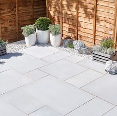 Garden slabs - Silver grey Sawn natural sandstone Mixed size paving pack B&Q for all your home and garden supplies and advice on all the latest DIY trends Garden Slabs, Garden Tiles, Patio Slabs, Garden Paving, Back Garden Design, Backyard Garden Design, Backyard Landscaping, Backyard Ideas, Big Garden