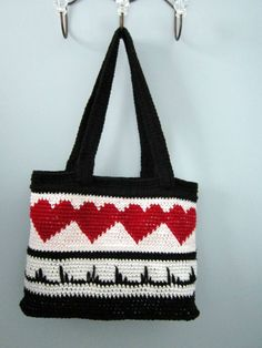 Heart-Throb Tote - Free tapestry crochet pattern by Carol Wolf. This sturdy bag can stand up by itself.