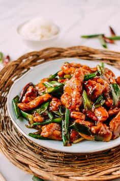 Mongolian Chicken - (to make Lower-Carb use Molasses and Stevia to taste instead of brown sugar) - An Americanized Asian dish, but no less delicious for it. Crispy chicken, in a sweet & spicy sauce, Mongolian Chicken is so easy to make! Asia Food, Mongolian Chicken, Asian Recipes, Healthy Recipes, Asian Dinner Recipes, Thai Food Recipes, Healthy Chinese Recipes, Easy Recipes, Chinese Recipes