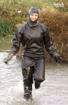 club rubberboots and waders 2 eroclubs and p[interest Mode Latex, Latex Costumes, Rubber Raincoats, Scuba Girl, Heavy Rubber, Latex Girls, Biker Girl, Rain Wear, Hunter Boots