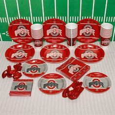 This Ultimate party pack includes 24 seven-inch plates, 24 nine-inch plates, 25 beverage napkins, 25 luncheon napkins, 24 plastic cups and 10 balloons — all decked out in Buckeyes colors and graphics. Just add food and drinks and you're set for an awesome day of OSU tailgating fun! This party pack is also perfect for your favorite fan's birthday or graduation party.