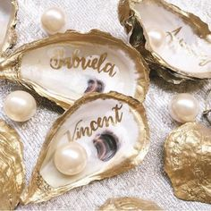 Great Idea for Pearl-Loving Bride: Calligraphy Oyster Shells for Place Cards! All you'll need is Oyster shells, gold paint-- and pearls! Pearl Anniversary, 30th Wedding Anniversary, Anniversary Parties, Oyster Shell Crafts, Oyster Shells, Seashell Crafts, Beach Crafts, Wedding Places, Wedding Place Cards
