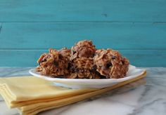 Peanut Butter Chocolate Chip Granola Cookies -A healthy, vegan granola cookie filled with peanut butter and chocolate chips. Makes for a perfect snack and goes nicely in lunches.