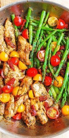pollo con espárragos y tomates, recetas saludables