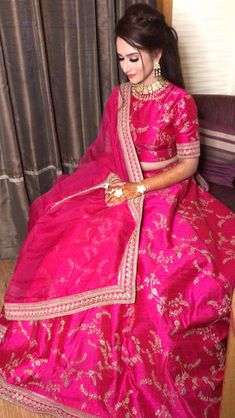 29 Ideas For Sabyasachi Bridal Lehenga Girls Indian Wedding Gowns, Indian Bridal Wear, Indian Dresses, Indian Outfits, Wedding Lehnga, Bridal Mehndi, Indian Attire, Indian Weddings, Wedding Wear