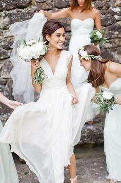 Plassen met dé bruidsjurk van je dromen aan   Hoe in vredesnaam?: https://albertoaxu.com/plassen-met-een-bruidsjurk-aan/