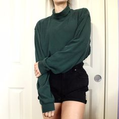 2c9789885d2a5c Beautiful long sleeve forest green turtleneck! ⭐ size XL, can fit small-.  Depop
