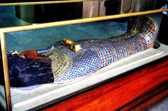 ??... AKHENATEN'S COFFIN LID FROM KV55, CAIRO MUSEUM