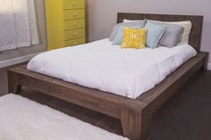 Build yourself this beautiful platform bed and youre sure to have sweet dreams. It offers a sophisticated style youd pay big for in a store but this bed is easy and economical to build from pine boards you can get at any home center. It's designed to h Diy Platform Bed Plans, Diy Platform Bed Frame, Queen Platform Bed, Diy Bed Frame, Bed Frames, Diy Queen Bed Frame, Do It Yourself Furniture, Diy Furniture, Furniture Dolly