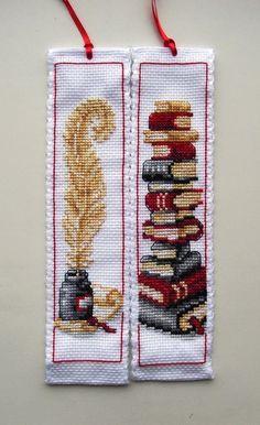 Marca páginas en punto de cruz: Pluma y pila de libros - Cross stitch bookmarks: Quill & Stack of Books