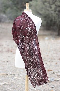 Paid Ravelry: Crimson Blossom pattern by Rosemary (Romi) Hill Poncho Au Crochet, Knit Or Crochet, Knitted Shawls, Crochet Scarves, Lace Knitting, Crochet Cats, Lace Shawls, Crochet Birds, Crochet Food