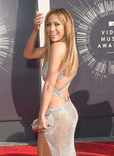 Jennifer Lopez Photos - Singer Jennifer Lopez attends the 2014 MTV Video Music Awards at The Forum on August 2014 in Inglewood, California. - Arrivals at the MTV Video Music Awards — Part 2 Jennifer Lopez News, Jennifer Lopez Photos, Mtv Video Music Award, Music Awards, Celebrity Gowns, Celebrity Style, Taylor Swift, Jordin Sparks, Mtv Videos
