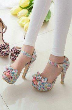 Head over Heels - Beautiful Shoes Fashion Dream Shoes, Crazy Shoes, Me Too Shoes, Pretty Shoes, Beautiful Shoes, Hot Shoes, Shoes Heels, Lace Shoes, Strappy Shoes