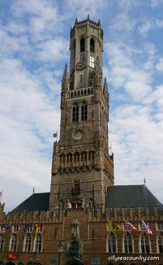 One day in Bruges / Brugge - Click to read what to do while staying 24 hours in the UNESCO World Heritage Town in Belgium