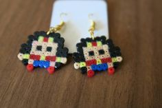 Earrings made of hama beads which represent the DC comics Wonder Woman. Easy Perler Bead Patterns, Melty Bead Patterns, Diy Perler Beads, Perler Bead Art, Pearler Beads, Beading Patterns, Perler Earrings, Superhero Party Favors, Tapestry Crochet Patterns