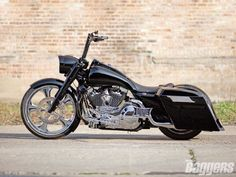 2005 Road King.  Nice sleek look.  Good black balance, but could more in pipes/intake.  Needs paint graphics.