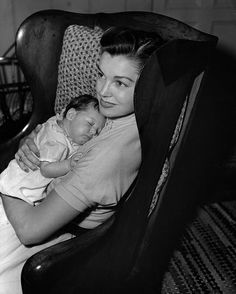 Esther Williams with her daughter Susan Gage, 1953 Old Movie Stars, Classic Movie Stars, Classic Movies, Hollywood Stars, Classic Hollywood, Old Hollywood, Ester Williams, Million Dollar Mermaid, Swimming Champions