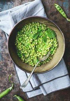 Gorgeously vibrant, this Green Pea Buckwheat Risotto is a fresh and healthy spin…