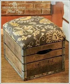 Great idea.... Crate Ottoman, Tufted Storage Ottoman, Storage Stool, Diy Ottoman, Crate Storage, Ottoman Ideas, Diy Home Decor, Cheap Home Decor, Diy Projects