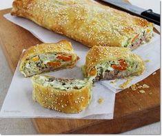 Gizi-receptjei. Várok mindenkit.: Zöldséges-tonhalas rétes. Spanakopita, Bagel, Sandwiches, Bread, Ethnic Recipes, Food, Drink, Beverage, Brot