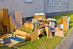 Entrümpelungen, Haushaltsauflösungen und Wohnungsauflösungen - das kann doch jeder. Weit gefehlt, denn was auf den ersten Blick so einfach und unkompliziert wirkt, hat durchaus seine Tücken. Viele Kunden, die Entrümpelungen oder Haushaltsauflösungen bereits in Eigenregie gestartet hatten, haben sich während der Aktion hilfesuchend an uns gewandt. Denn oft sind mehr Kriterien zu berücksichtigen, als Rubbish Removal, Waste Removal, Junk Removal, Garden Furniture, Outdoor Furniture Sets, Outdoor Decor, Halle, Types Of Waste, Furniture Disposal