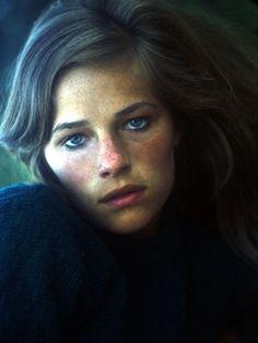 La beauté sauvage et insolente de Charlotte Rampling a quelque chose de fascinant...
