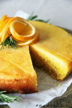 Orange and rosemary polenta cake. Juicy, bright, delicious... and gluten-free!