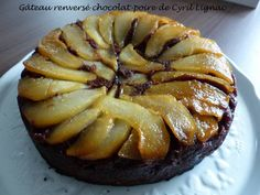 Gâteau renversé chocolat-poire de Cyril Lignac Cake Factory, Beignets, Yummy Cakes, Apple Pie, Food And Drink, Fruit, Cooking, Ethnic Recipes, Sweet
