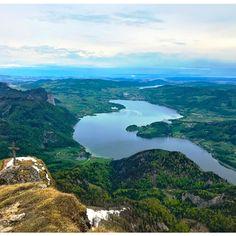 Beyond the horizon 🔭 . #mondsee #mondseeland #mondseeview #lake #mountains #wanderlust #upperaustria #mountainview #salzkammergut #naturelovers #mountainscape #nature_brilliance #visitaustria #bergsteigen #police_landscapes #ig_captures_nature #goplayoutside #igersaustria #loves_mountains #weroamaustria #hiking #gipfelkreuz Beyond The Horizon, Visit Austria, Mountain View, Iceland, Police, Landscapes, Wanderlust, Hiking, Layout