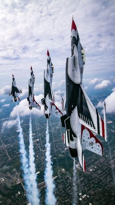 Giving equal time to the Thunderbirds and the Blue Angels. Because I love 'em BOTH! Airplane Fighter, Fighter Aircraft, Fighter Jets, Us Military Aircraft, Military Vehicles, F 16 Falcon, Jet Plane, Us Air Force, Aviation Art