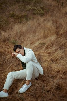 Nov Cover Story: Ross Butler is the Next Big Thing - Augustman Fashion Photography Poses, Man Photography, Boy Poses, Male Poses, Ross Butler Wallpaper, Zach Dempsey, Photographie Portrait Inspiration, Photoshoot Concept, Male Fashion Trends