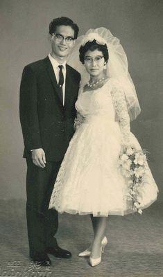 Vintage Wedding Photos, Vintage Bridal, Wedding Pics, Wedding Couples, Wedding Bride, Wedding Styles, Wedding Dresses, Vintage Weddings, Old Fashioned Wedding