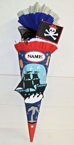 Hier biete ich ihnen eine  coole Schultüte für kleine Piraten an.     *Über dem Piratenschiff gibt es ein Namensschild, auf das ich den Vor...