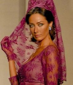 spanish style homes Under The Veil, Vintage Outfits, Vintage Fashion, Spanish Fashion, Spanish Style Homes, Latin Women, Fashion 2020, Traditional Outfits, Headpiece