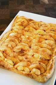 I bought this beautiful fruit last week at the farmer's market. I had no idea what it was. They're kinda like an apple, but not. Apple Tart Puff Pastry, Tart Pastry, Vegan Cheese Recipes, Cooking Recipes, Mini Tart, Phyllo Dough, Beautiful Fruits, Mini Cheesecakes, Looks Yummy