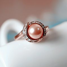 New Fashion Pink Pearl Surrounded Crystal Alloy Plated Gold Women's Ring