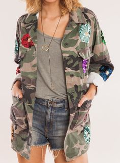Army Green Jacket Outfit, Army Camo Jacket, Camo Jacket Women, Military Chic, Military Fashion, Used Clothing, Blouse Styles, Handmade Clothes, Mantel
