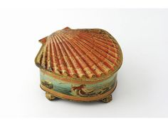"Huntley & Palmers ""The Shell"" biscuit tin. c1912"