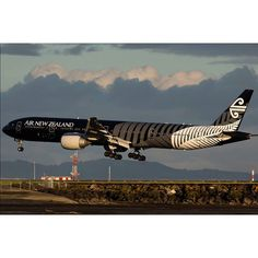 Air New Zealand B777-300ER about to touchdown, Auckland International Airport @nickyoungphotos